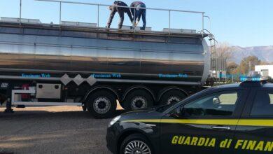Photo of Gasolio Annacquato. Automobilisti In panne, sequestrato un distributore ed oltre 20 mila litri di gasolio.